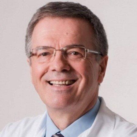 Dr Mijat Savić je specijalista neonatologije sa više od 30 godina iskustva. Bavi se pregledima dece svih uzrasta i njihovom imunizacijom.