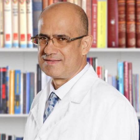 Dr Nenad Milanović je specijalista interne medicine, hematolog u Beogradu. Ima više od 15 godina iskustva u lečenju limfoma i leukemija.