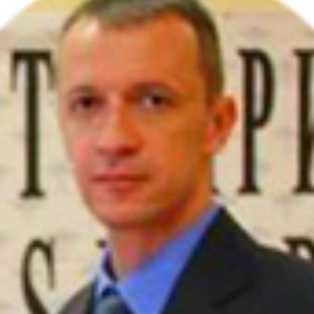 Dr Vladan Perić je specijalista interne medicine, kardiolog u Beogradu. Bavi se dijagnostikom i lečenjem svih bolesti srca. Zakažite pregled.