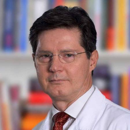 Dr Tomislav Ćuk je specijalista pedijatrije i endokrinologije iz Beograda, sa više od 25 godina iskustva u radu sa decom. Pročitajte više i zakažite pregled.