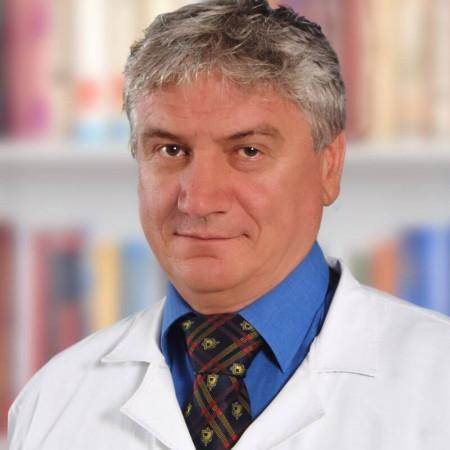 Dr Goran Kuševija je specijalista anesteziologije u Kraljevu. Učestvuje u svim operativnim i dijagnostičkim procedurama kao i preoperativnim pregledima.