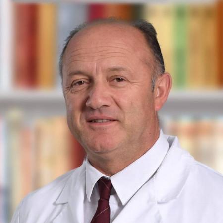 Dr Milovan Vukotić je specijalista anesteziologije sa višegodišnjim iskustvom u radu. Bavi se regionalnom i opštom anestezijom i intenzivnom negom pacijenata.
