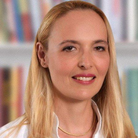 Dr Tijana Dangubić je specijalista interne medicine, endokrinolog u Pančevu. Bavi se oboljenjima štitaste žlezde i edukacijom o pravilnoj ishrani.