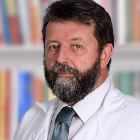 Dr Slobodan Simić je psihijatar u Beogradu. Ima višegodišnje iskustvo u lečenju depresije i bavi se sudskom psihijatrijom.