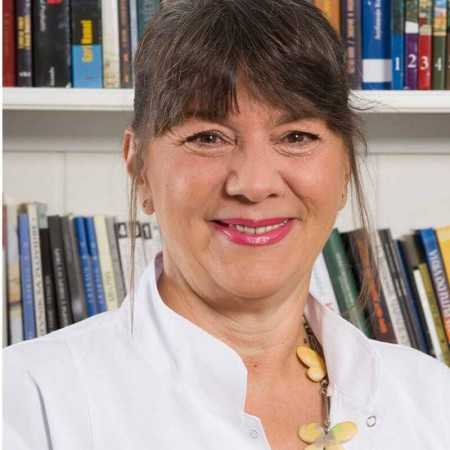 Dr Branka Lazić Dragićević je specijalista ginekologije u Beogradu. Ima višegodišnje iskustvo u dijagnostici i lečenju bolesti ženskih reproduktivnih organa.