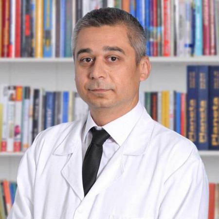 Dr Predrag Matić je specijalista vaskularne hirurgije u Beogradu. Uža oblast interesovanja mu je opertivno lečenje proširenih vena.