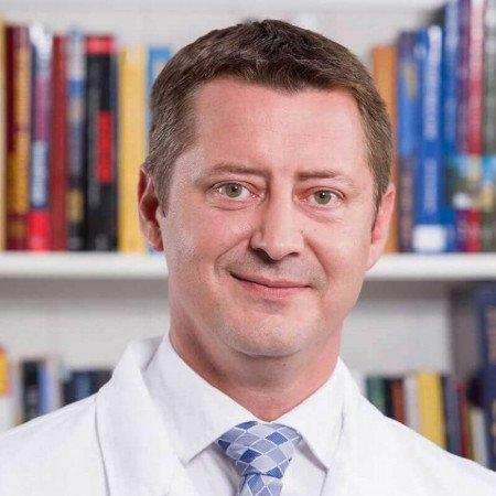 Dr Nikola Aleksić je specijalista interne medicine, angiolog iz Beograda. Obavlja dopler ultrazvučne preglede. Saznajte više i zakažite pregled.