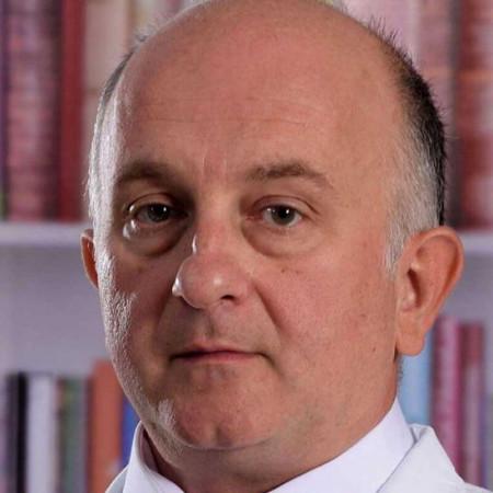 Dr Nenad Baletić je specijalista otorinolaringologije u Beogradu. Uža specijalnost mu je laringologija i endoskopske intervencije na gorenjem delu disajnog puta.