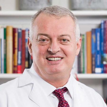 Prof. dr Goran Vučurević je cenjeni vaskularni hirurg iz Beograda. Pogledajte biografiju i zakažite pregled.