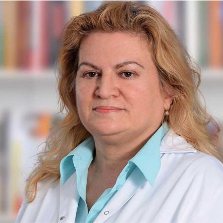 Doc. dr Maja Pavlov je specijalista opšte i abdominalne hirurgije,  poznata po kompleksnim zahvatima u oblasti onkohirurgije male karlice i trbuha.