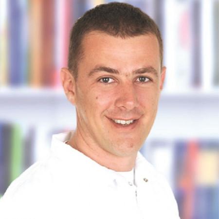 Dr Nikica Burgermajster je specijalista oralne hirurgije iz Beograda. Pročitajte biografiju i zakažite pregled.