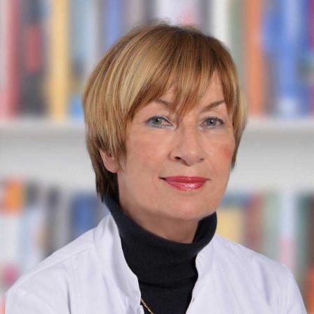 Prof. dr Svetlana Nikolić je specijalista infektologije iz Beograda. Redovni je profesor na Medicinskom fakultetu Univerziteta u Beogradu