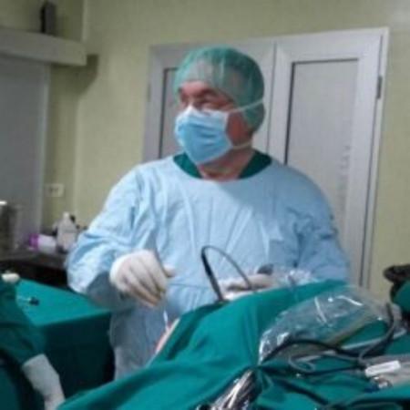 Dr Zoran Ganić jespecijalista ortopedije sa traumatologijom sa dugogodišnjim radnim iskustvom.