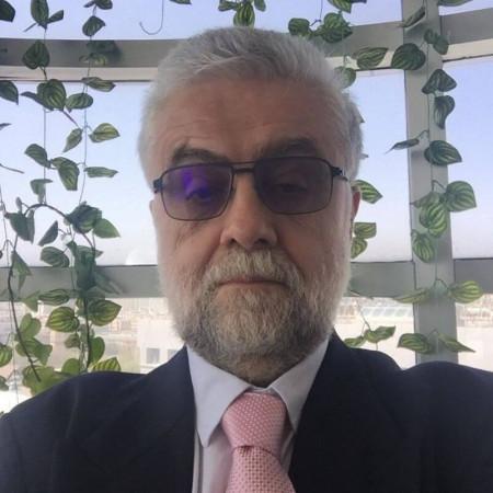 Prof. dr Jovan Košutić je specijalista pedijatrije, dečji kardiolog iz Beograda, sa više od 30 godina iskustva u radu sa decom. Pročitajte više i zakažite pregled.