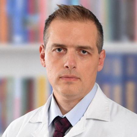 Dr Marko Todorović je specijalista opšte hirurgije iz Beograda. Od 2016. je na subspecijalizaciji iz vaskularne hirurgije. Pročitajte više i zakažite pregled.