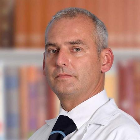 Ass. dr sci. med. Dejan Pilčević je specijalista interne medicine sa supspecijalizacijom iz nefrologije. Stekao je značajno iskustvo na VMA. Zakažite pregled.
