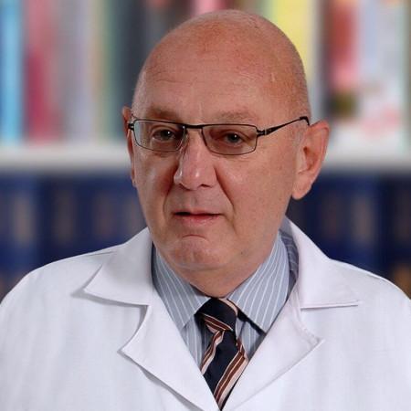 Dr Vladan Bajtajić je eminentni neurohirurg iz Beograda, svetski priznati stručnjak u oblasti povreda glave i mozga. Pročitajte više i zakažite pregled.