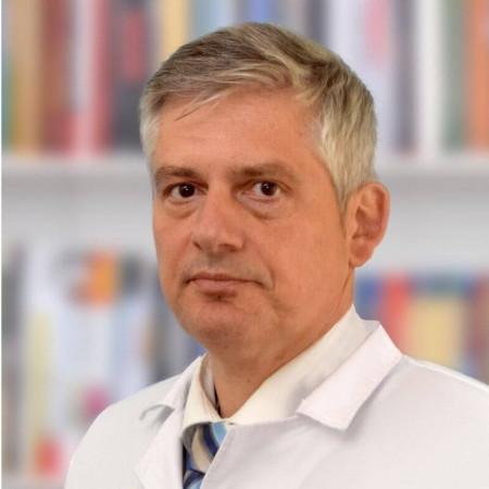 Dr Dušan Vešović je specijalista medicine rada iz Beograda, sa više od 20 godina iskustva u radu sa strankama. Pročitajte više i zakažite pregled.