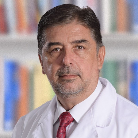 Prim. dr sci. med. Dragoslav Kandić, Specijalista interne medicine, gastroenterolog.