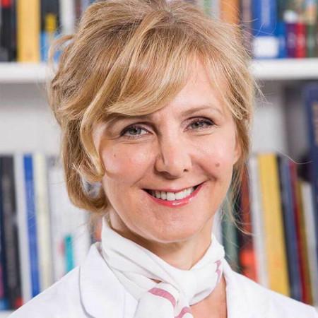 Doc. dr Dragana Bojić je specijalista interne medicine - kardiolog iz Beograda, sa dugogodišnjim iskustvom u dijagnostici i lečenju pacijenata. Zakažite pregled.