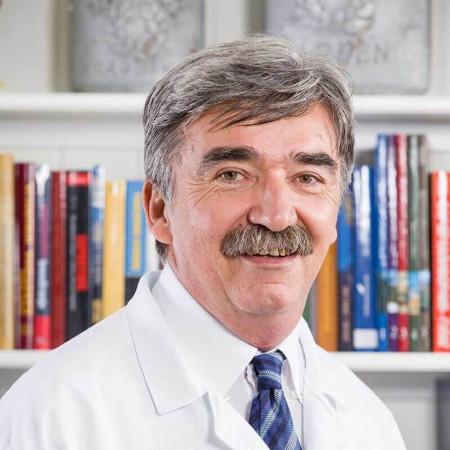 Dr Slobodan Sekulović je specijalista radiologije iz Beograda, orijentisan pretežno na ultrazvučnu i dopler dijagnostiku. Pročitajte više i zakažite pregled.