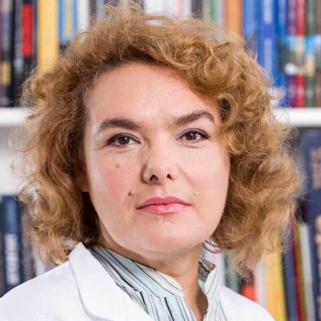 Dr Silvija Vukić je specijalista opšte medicine iz Beograda. Bavi se palijativnim i lečenjem bola, u ambulantnim i kućnim uslovima. Pročitajte više i zakažite pregled.
