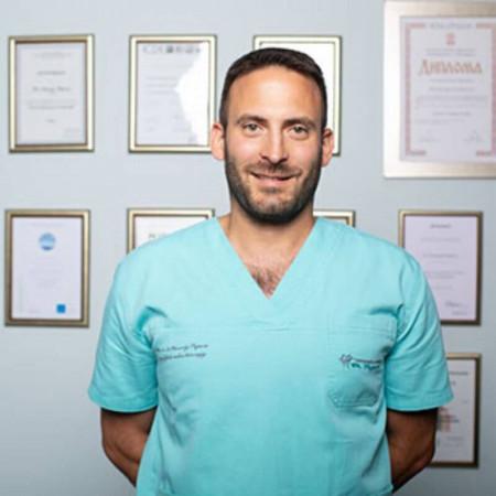 Dr Nemanja Popović je stomatolog i oralni hirurg iz Beograda. Specijalista je za regeneraciju u dentalnoj implantologiji i paradontologiji. Zakažite pregled.