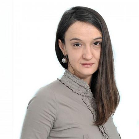 Dr Katarina Koprivšek je specijalista radiologije u Novom Sadu. Usavršava se u oblasti neuroradiologije i pedijatrijske radiologije.