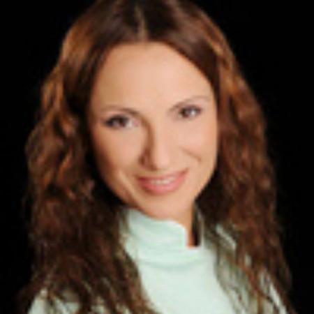 Dr Slađana Petrović je doktor stomatologije u Beogradu. Vlasnik je privatne ordinacije. Bavi se endodontskim lečenjem kanala korena zuba.