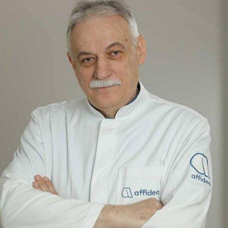 Dr Aleksandar Radosavljević je specijalista radiologije sa višegodišnjim iskustvom u radu. Bavi se invazivnim i neinvazivnim procedurama u neuroradiologiji.