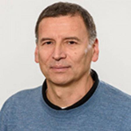 Dr Duško Kozić je specijalista radiologije u Novom Sadu. Uža specijalnost mu je neuroradiologija i neuroimidžing komatoznih stanja. Zakažite pregled.