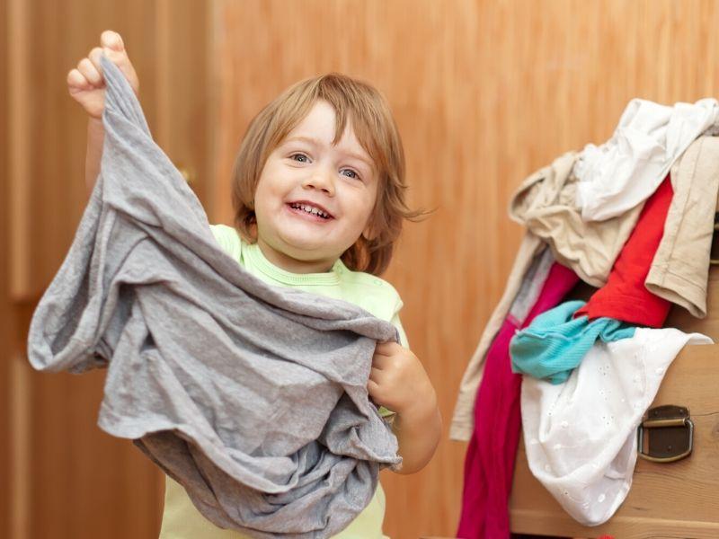 Stimulisanje jezičkog razvoja tokom sređivanja garderobera