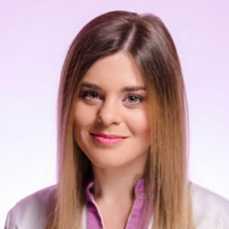 Katarina Mitrović je klinički embriolog u Novom Sadu. Bavi se reproduktivnom biologijom. Master studije je završila na Oxfordu.