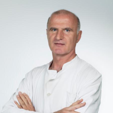 Dr Veselin Vušurović specijalista je neonatologije iz Beograda. Posebno se bavi pulmologijom, neurologijom i intenzivnom terapijom. Zakažite pregled - 063/687-460