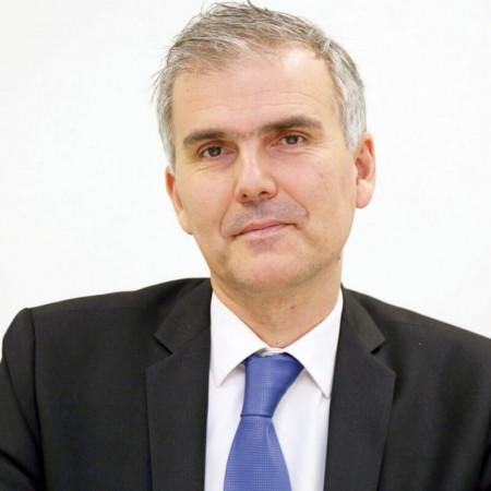 Prof. dr Dušan Milisavljević je specijalista ORL iz Niša. Redovni je profesor na Medicinskom fakultetu u Nišu i direktor je ORL klinike Kliničkog centra u Nišu.