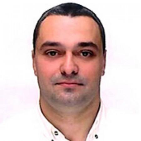 Dr Danilo Nikolić je stomatolog i maksilofacijalni hirurg iz Beograda sa bogatim iskustvom u državnoj i privatnoj praksi. Pročitajte biografiju i zakažite pregled.