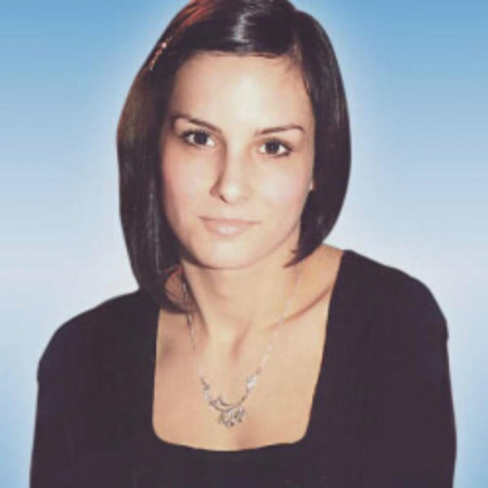 Ana Radovanović je psiholog i dečji i adolescentni psihoterapeut iz Beograda. Bavi se i savetovanjem roditelja i dijagnostikom. Pročitajte biografiju i zakažite.