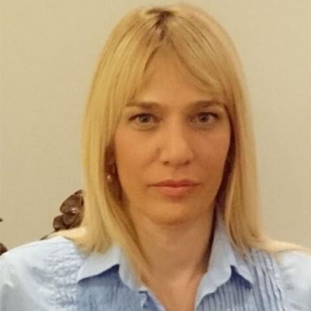 Dr Nada Milić Zarić je specijalista oftalmologije iz Beograda. Posebnu pažnju posvećuje razrokosti (strabizmu), ambliopiji i slabovidosti. Pročitajte biografiju.