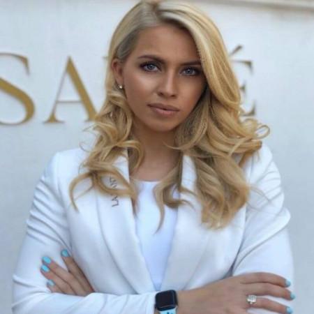 Dr Emilija Ivančajić je menadžer u zdravstvu. Vlasnik je zdravstvenog centra La Sante.