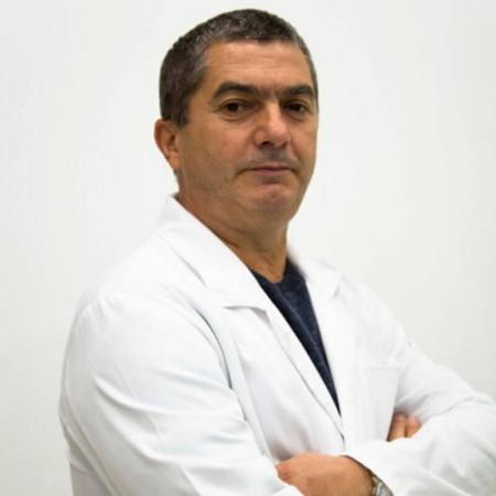 Dr Dragan Rakić je specijalista urologije u Nišu. Ima višegodišnje iskustvo u radu.