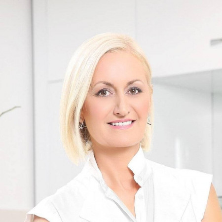 Dr Jasmina Vikalo je specijalista dermatovenerologije. Ima više od 20 godina iskustva u oblasti estetske dermatologije. Zakažite pregled 063/687-460