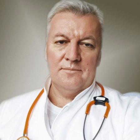 Dr Branko Kozić je specijalista interne medicine, kardiolog sa višegodišnjim iskustvom. Bavi se postintenzivnom negom kardiovaskularnih pacijenata. Zakažite