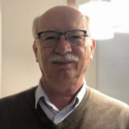 Dr Vitomir Lončarević je sprecijalista opšte medicine u Novom Sadu. Radi u privatnoj klinici Orto MD. Zakažite pregled 063/687-460