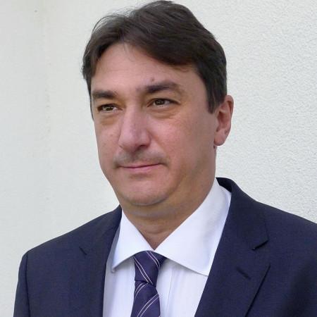 Prof. dr Dragan Lović, Specijalista interne medicine i kardiologije