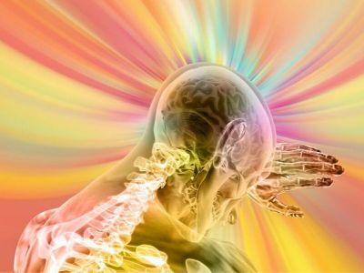 Moždani udar je prestanak funkcionisanja određenih grupa moždanih ćelija koji nastaje usled nedostatka hranljivih materija i kiseonika. Nedostatak hranljivih materija se javlja kao posledica poremećaja krvotoka usled začepljenja krvnih sudova ili usled njihovog prskanja i izliva krvi u moždano tkivo ili moždane ovojnice.