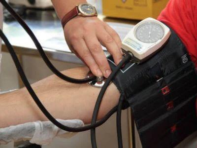 Nizak krvni pritisak se definiše kao vrednost krvnog pritiska koja je niža od normalno očekivane za pojedinu osobu u određenim uslovima i relativan je pojam.