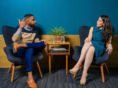 TA je socijalna psihologija koja se tokom poslednje četiri decenije razvila tako da je postala deo psihoterapije, savetovanja, edukacije i organizacionog razvoja. Ona je zvanično prihvaćena kao psihoterapijski modalitet od strane Evropske asocijacije za psihoterapiju – EAP.