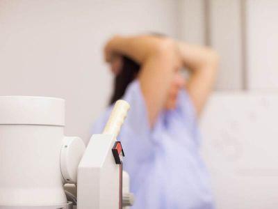 Ultrazvuk dojki je neinvazivna, bezbedna dijagnostička procedura, kojom se dobijaju važne informacije o strukturi dojki. Saznajte više o ovom pregledu.