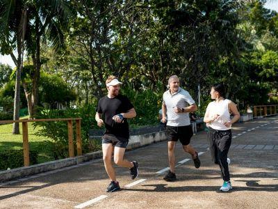 Studije govore da hoćete. Jedna objavljena u časopisu JAMA Internal Medicine je ustanovila da su osobe koje su hodale samo 30 minuta izgubile masne naslage, ali uspešnost vežbanja zavisi od određenog broja faktora.