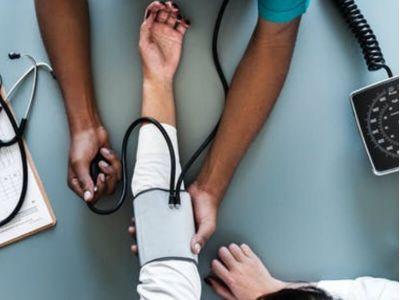 Ukoliko se krvni pritisak ne kontroliše redovno, može doći većih komplikacija u organizmu. Korisne savete o neophodnosti kontrole pritiska daje dr. Nebojša Tasić.
